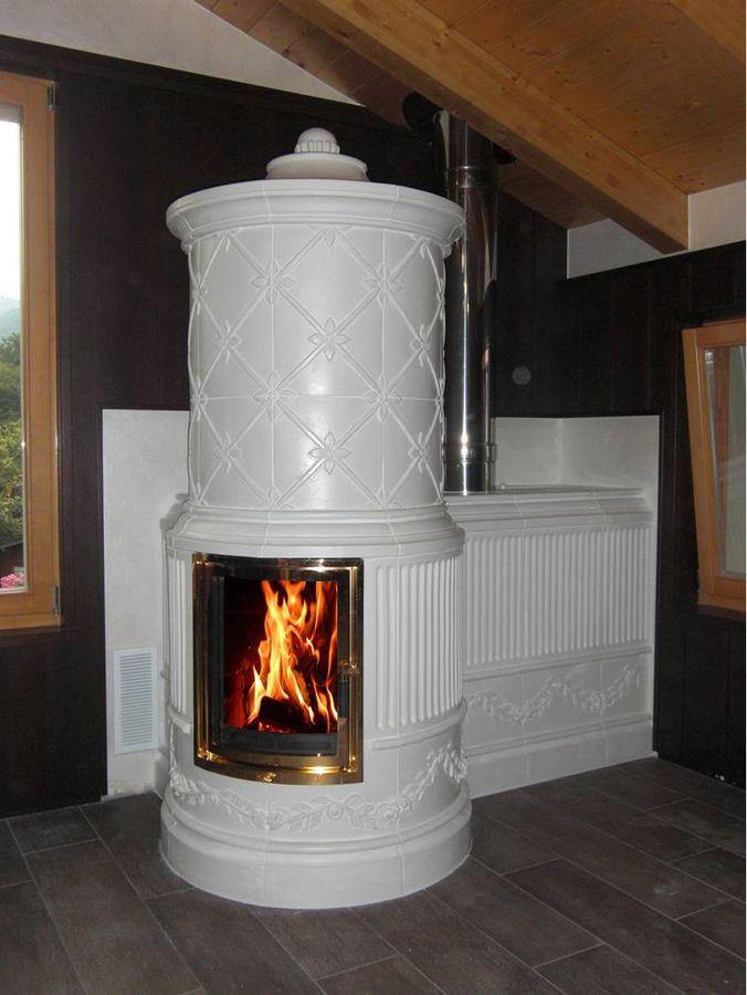 weißer runder Ofen mit großem sichtfenster