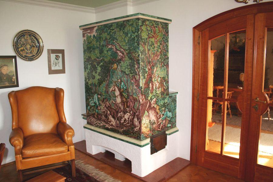 Grundofen großflächig bemalt mit Jagdmotiv, Kachelofen mit einem Motiv von Johann Elias Ridinger