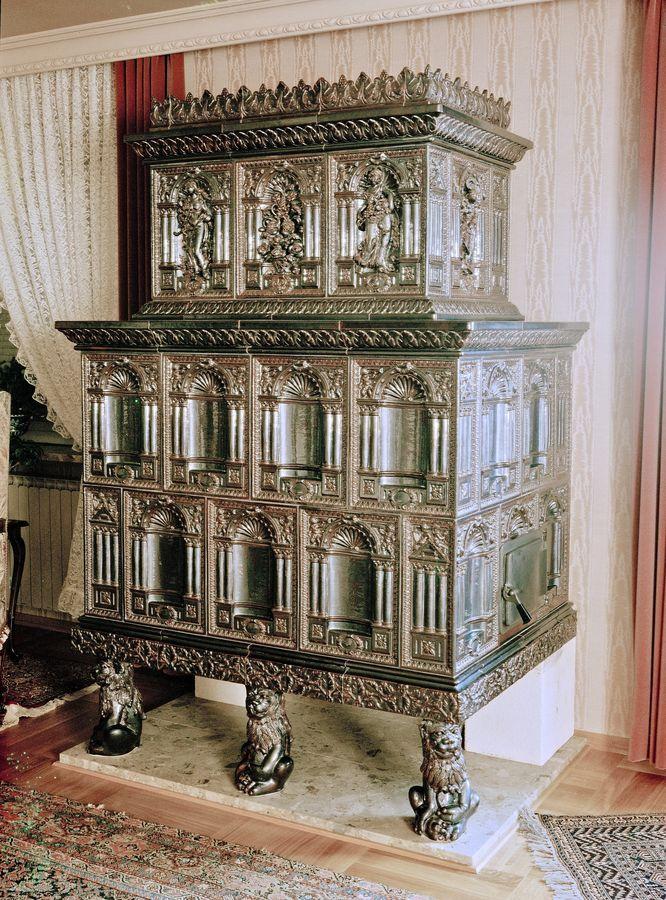 renaissance Schlossofen mit akanthusblätter in braun