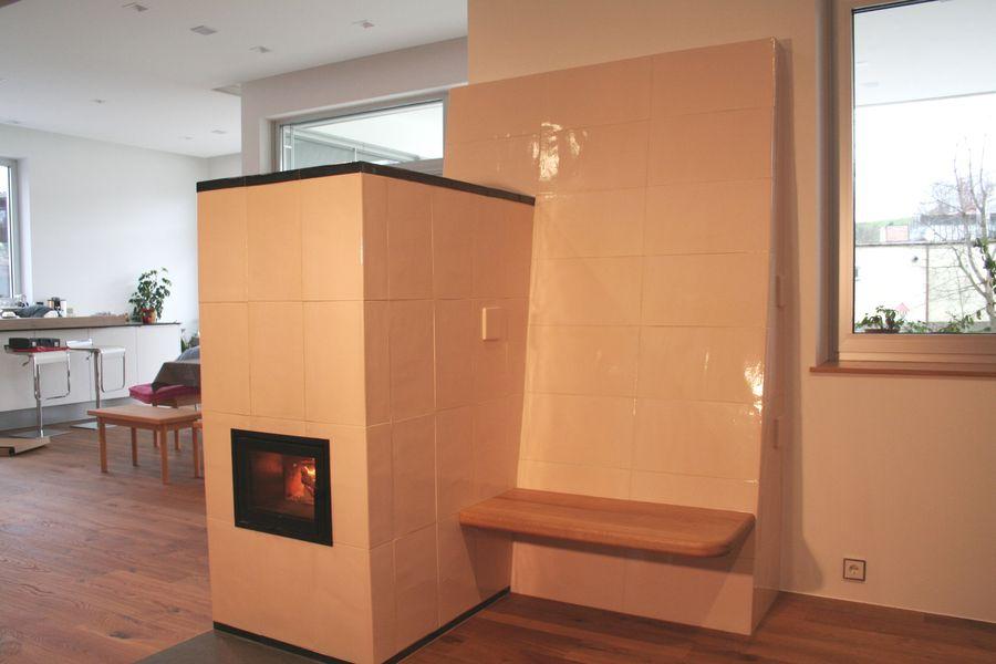 Kachelofen modern als Raumteiler