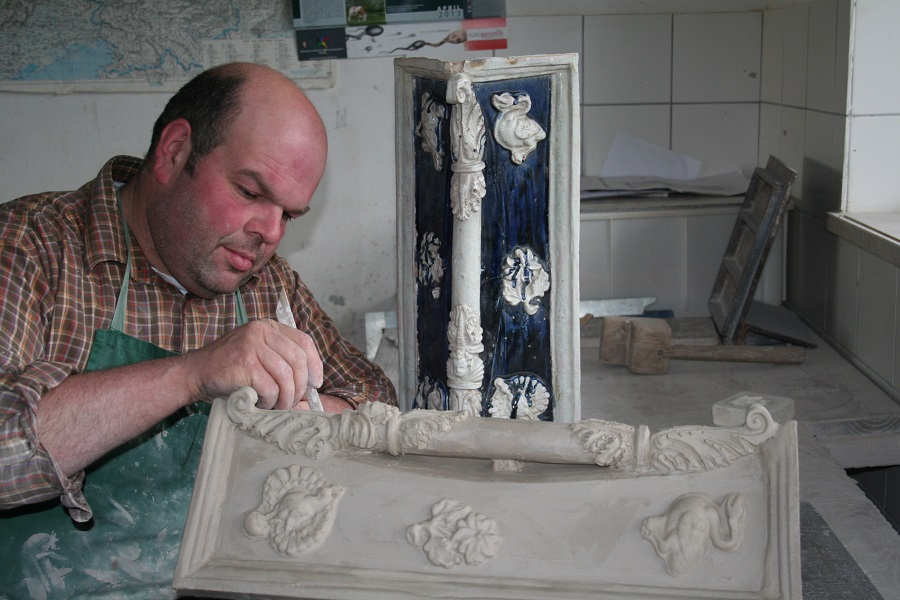 Ebenso fertigen wir keramische Rekonstruktionen für Ihren bestehenden Kachelofen