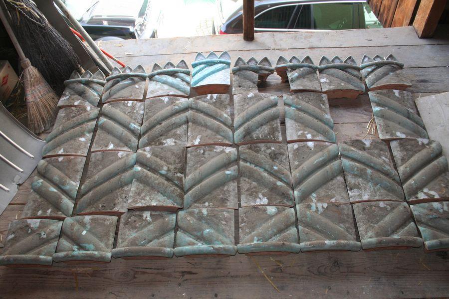 vorhandenes Kachelmaterial vor der Restaurierung
