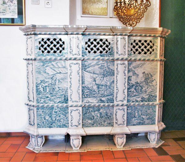 Kachelofen mit Rokokomalerei, Ofen mit Motiven von Johann Elias Ridinger bemalt