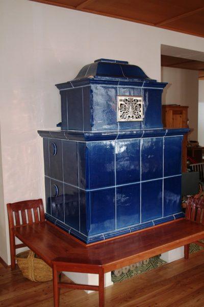 klassischer Grundofne in königsblau